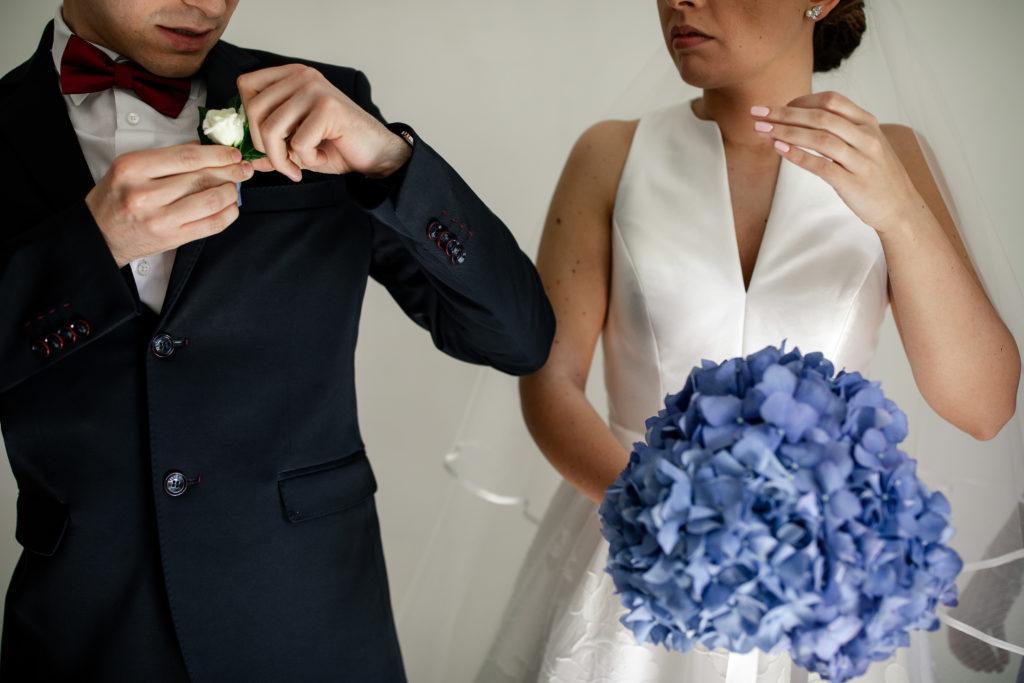 bouquet sposa ortensie blu fiori in movimento